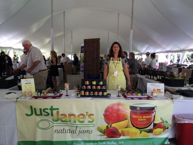 Just Jane's is a Massachusetts-based natural jam company formerly known as DJ Mix Jams. When the initial partnership dissolved, Co-Founder Jane Janovsky had a decision to make – fold or push forward as a solopreneur.