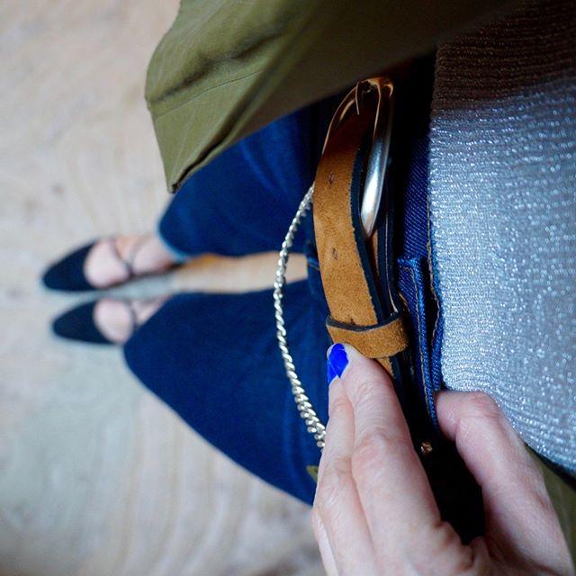 The view from here 👀⠀⠀⠀⠀⠀⠀⠀⠀⠀ ⠀⠀⠀⠀⠀⠀⠀⠀⠀ @madewell jeans, vintage @ysl flats, @ragandbone tank, belt and overshirt⠀⠀⠀⠀⠀⠀⠀⠀⠀ .⠀⠀⠀⠀⠀⠀⠀⠀⠀ .⠀⠀⠀⠀⠀⠀⠀⠀⠀ .⠀⠀⠀⠀⠀⠀⠀⠀⠀ .⠀⠀⠀⠀⠀⠀⠀⠀⠀ . #personstylist #personalshopper #prettylittleiiiinspo #ootdsubmit #fashionoftheday #womeninsuits #womenentrepreneurs #dressme #stylish40s #mumstyle #fallfashioninspo #autumnfashion2018 #whatimwearingtoday #stylecollectivesisters #whatsyourstyle #designerclothes #everydaystyle #streetstyleluxe #tailormade #mensfashiondaily #mensfashiontips #girlsinbusiness #staybossyladies #entrepreneurwoman