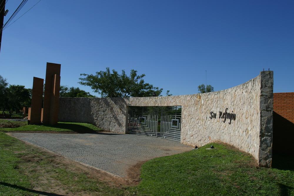 01- Su Refugio Entrance.JPG