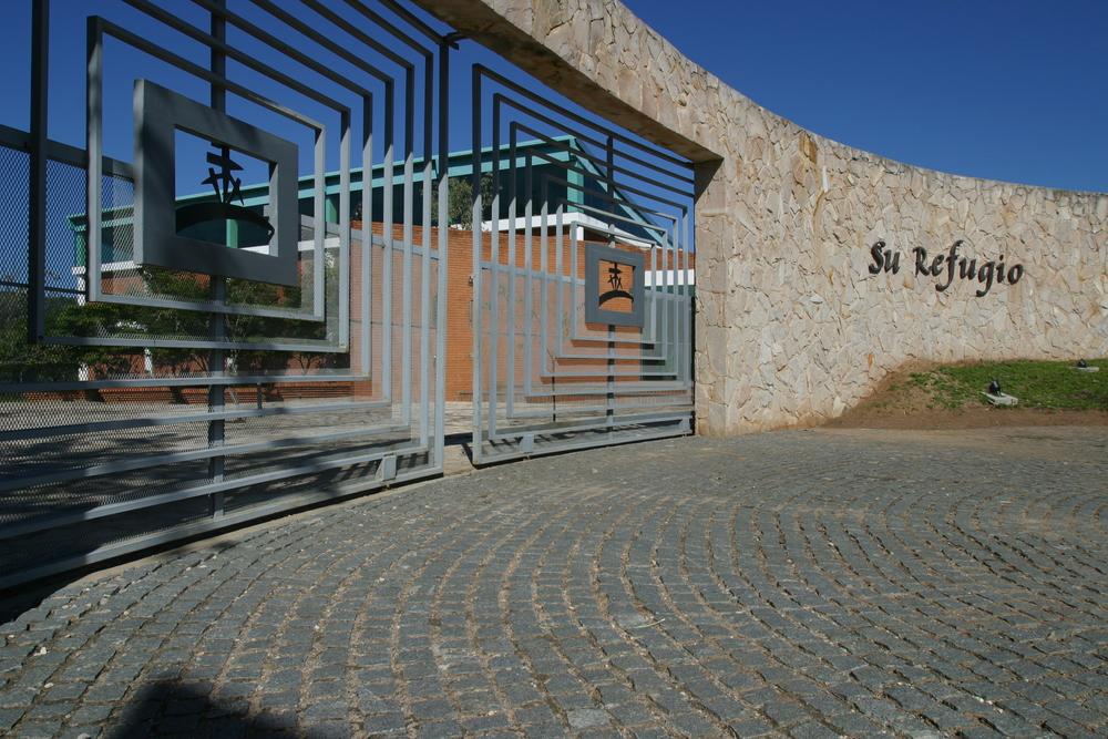 03 - Su Refugio Entrance.JPG