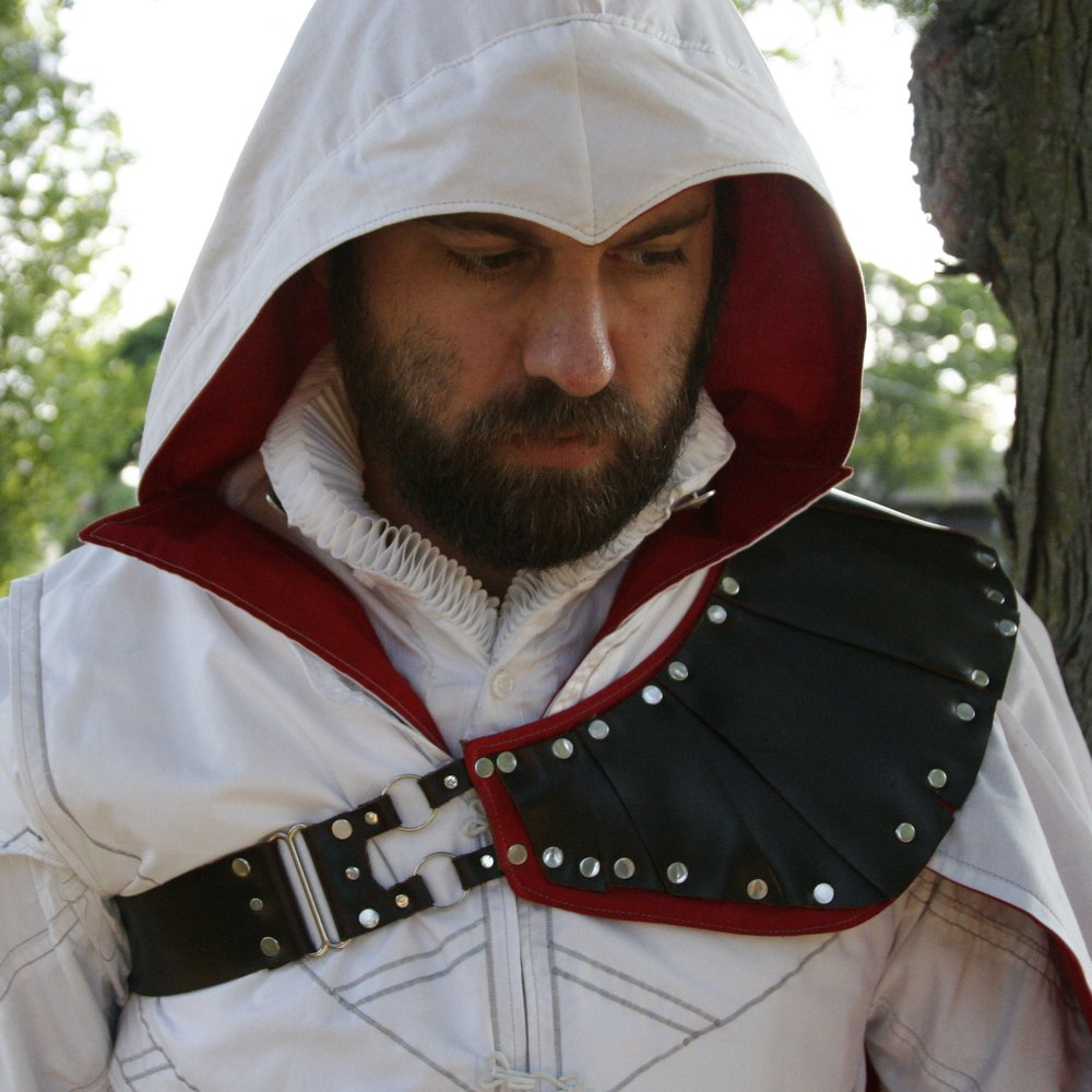 3 Ezio Hood and Shoulder.JPG