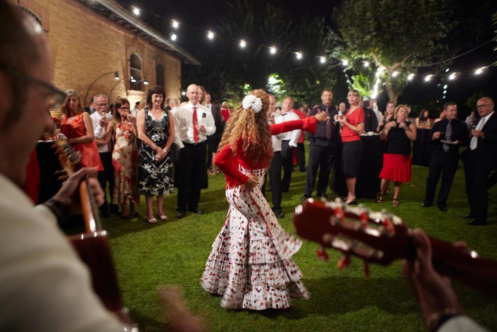 SPANISH NIGHTS_ Cambiar por indio bailando rumba.jpg