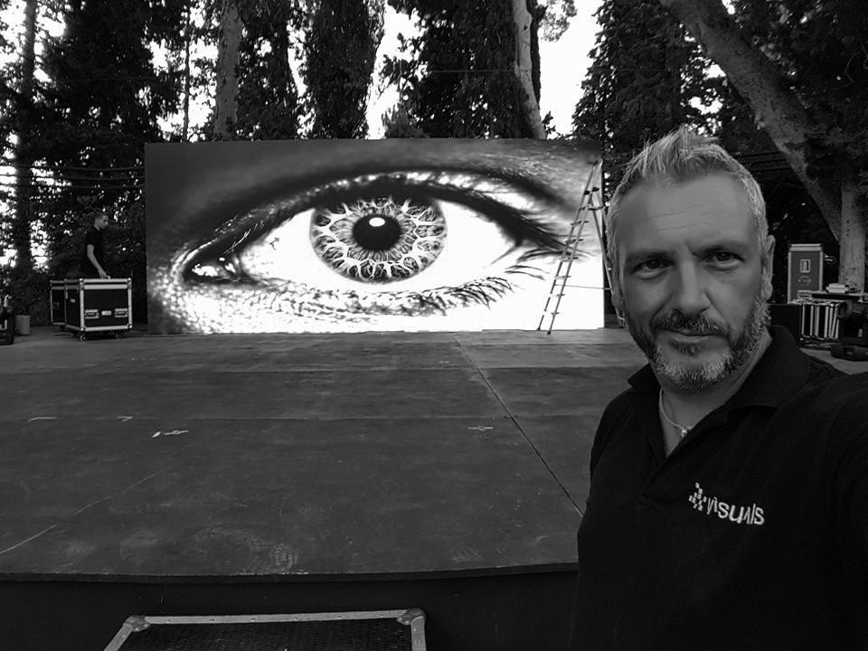 SERGI    A.V Advisor   Sergi es nuestro asesor técnico desde el 2007. Especialista en dar todas las soluciones técnicas para que el sonido y la ambientación de las venues sean impecables. Gracias a sus consejos nuestros shows son más impactantes visualmente.