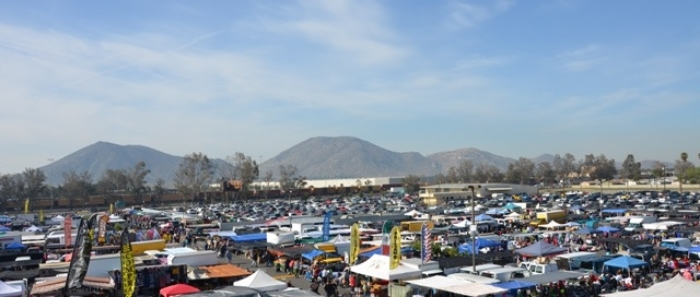 outdoor swap meet in fontana