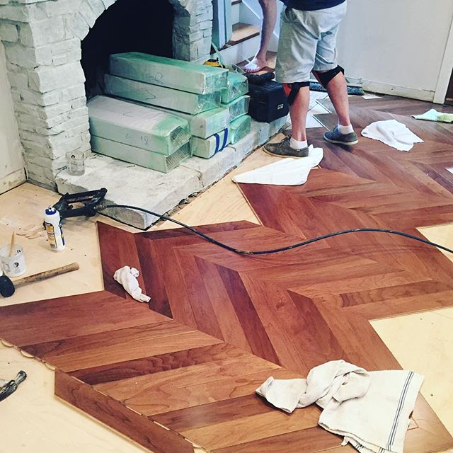 Progress #dallasremodel #dfwrenovation #dfwhomes #dfwcontractor #dallascontractor #contractorsofinsta #chevronfloors #patternfloor #flooring