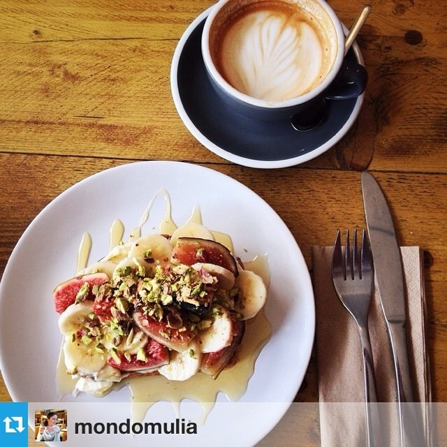 #Repost from @mondomulia —- Coffee break with @grobelaar and @letapydnas in Southsea // Flat White and Banana Bread, vanilla mascarpone, bananas, figs & pistachios.