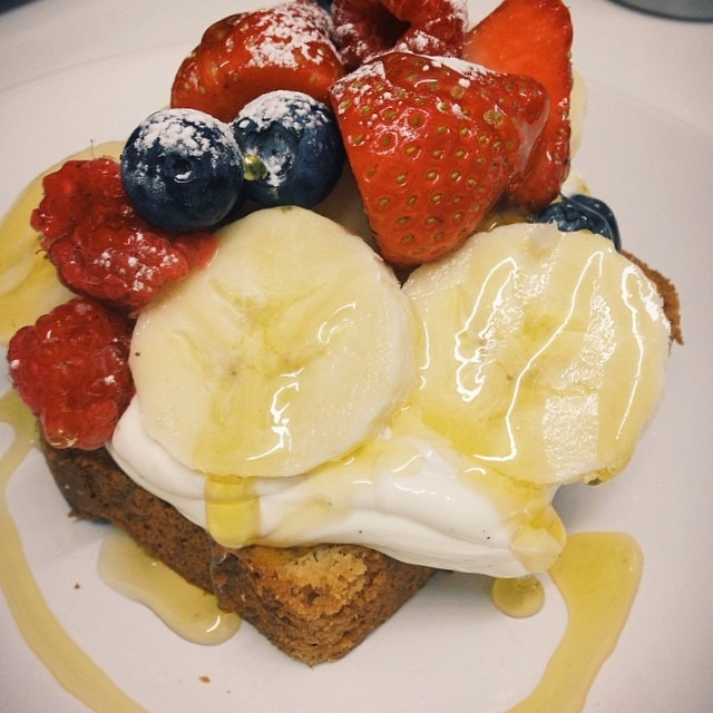 Toasted banana bread #southseacoffee style (with vanilla mascarpone, berries, banana & honey) #breakfast #lunch #dinner #southsea #portsmouth #portseaisland