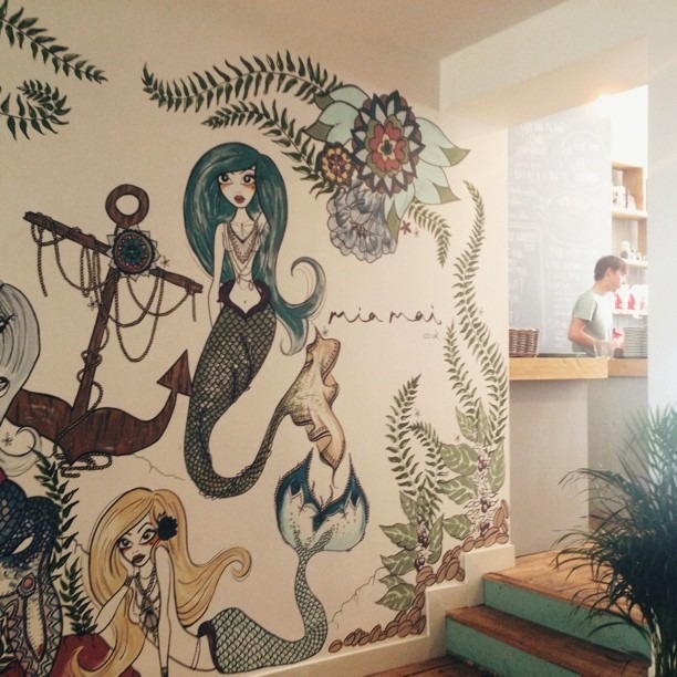 foolis :     #vscocam (at Southsea Coffee)     Matt Maber popped in yesterday and took some great photos. Including this one of Ami Lowman's finished wall. ♥