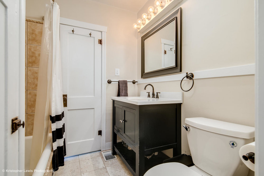 1607 Bellaire St Denver CO-large-021-46-Bathroom One3-1500x1000-72dpi.jpg