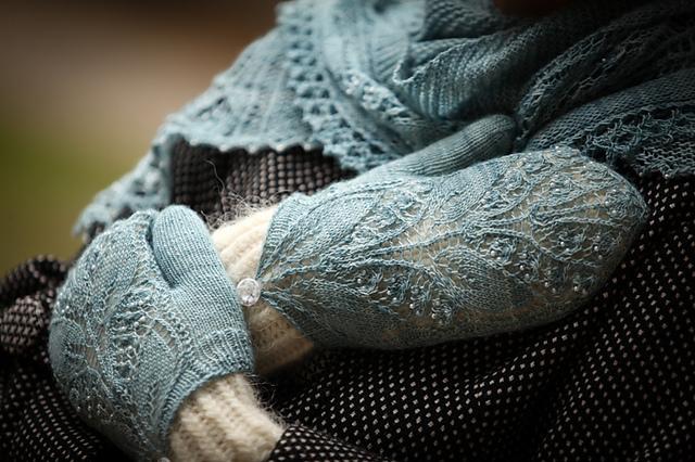 Aglow mittens