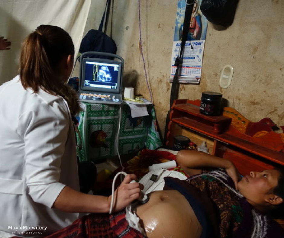 Dr. Valeria shares the discovery of twins with Ana, a pregnant mother in Toj Rincón.
