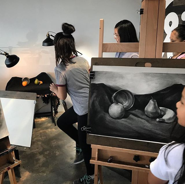 Today's still life demo for our students in charcoal #rainbowartmpk @rainbowartmpk