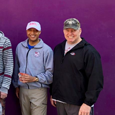 """""""Qué tremenda experiencia para mí, en la cual serví como voluntario con Simply Smiles. Es mi honor continuar trabajando con este grupo maravilloso!"""" - Karreem, Connecticut"""