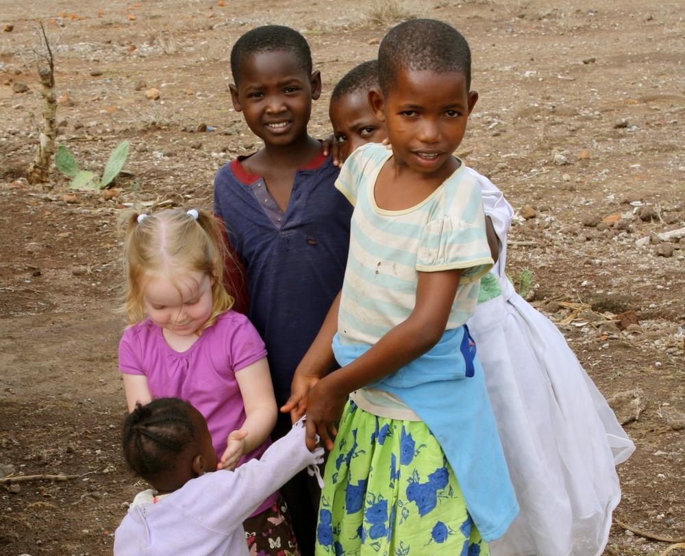 Niños Masai en el norte de Tanzania