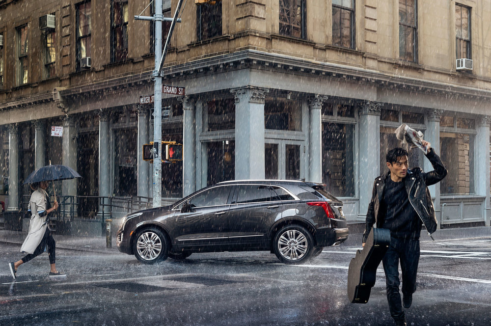 2017-Cadillac-XT5-side-view-rain.jpg