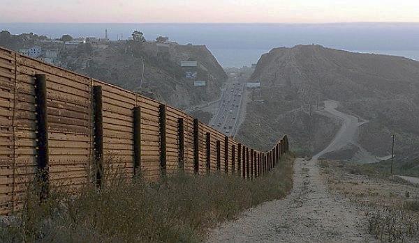 US-Mexico_Border.jpg