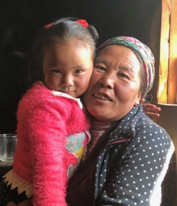 Pasang Chhuten Sherpa and her grandmother, Chanji Sherpa. Pasang lost her father and Chanji lost her son in 2014 on Mount Everest.