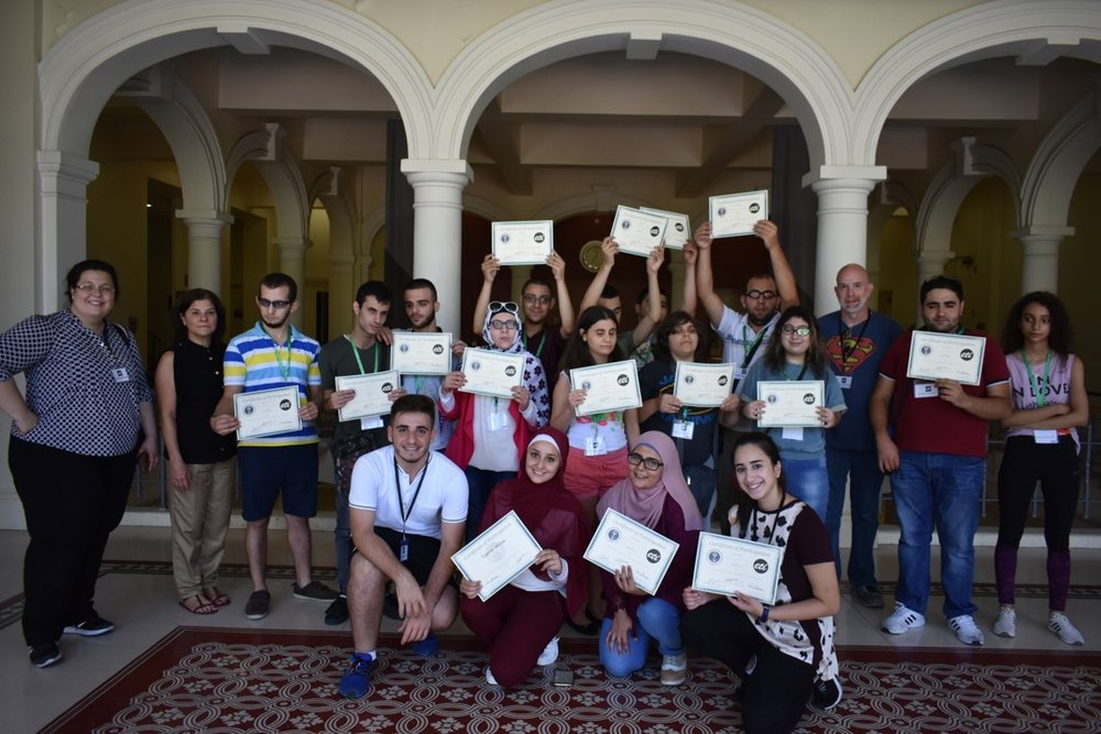 Visually impaired participants from group green (ages 18 and above) showing their certificates of participation, with Anna Barbosa, Edith Bitar from US Embassy, and volunteers