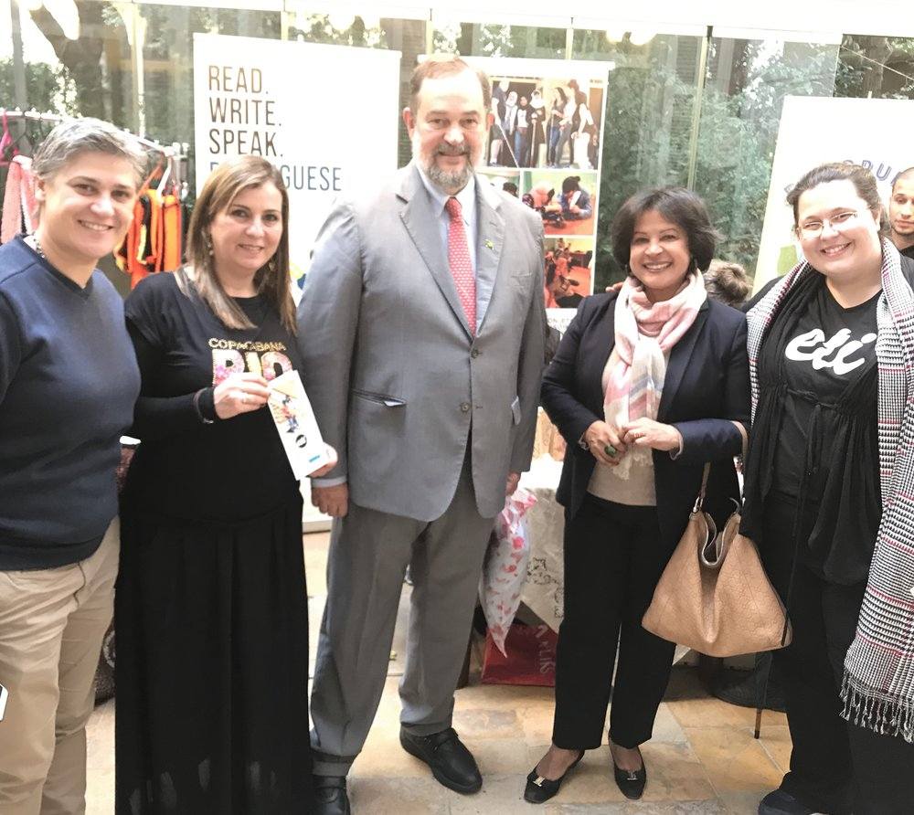 Brazilian Ambassador Paulo Cordeiro and his wife Vera Estrella Cordeiro Pinto (at center), with Arteiras do Brasil Coordinators Katia Awar and Carine Haddad (left) and ETI Country Director Anna Barbosa (right)