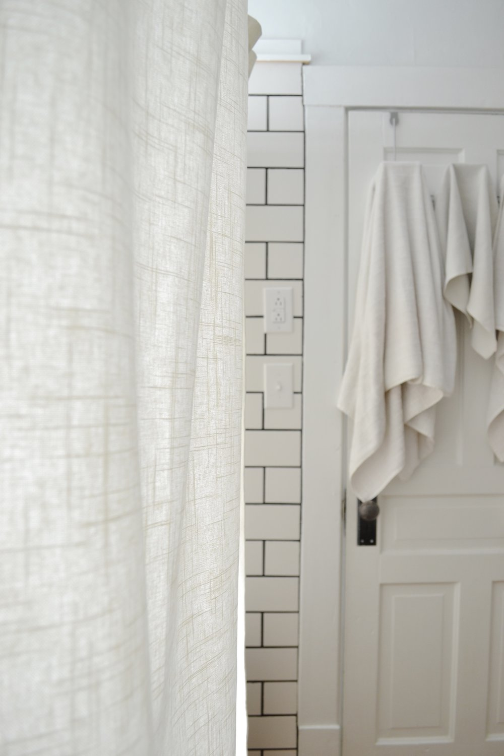around traditional fabulous vanity table shower rod bathroom thevol wrap graceful with tub curtain clawfoot