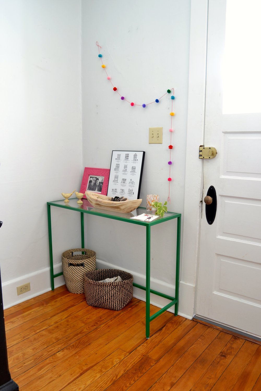 Delicieux A Small Foyer Table: Making Life Easier