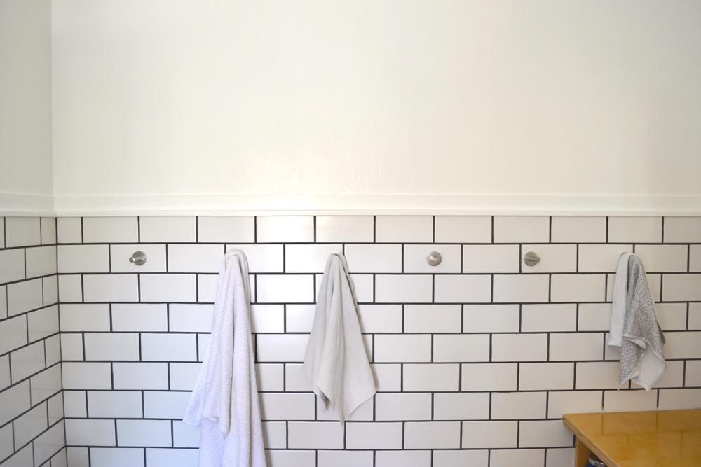 Hook-bathroom-wall-DIY2.jpg