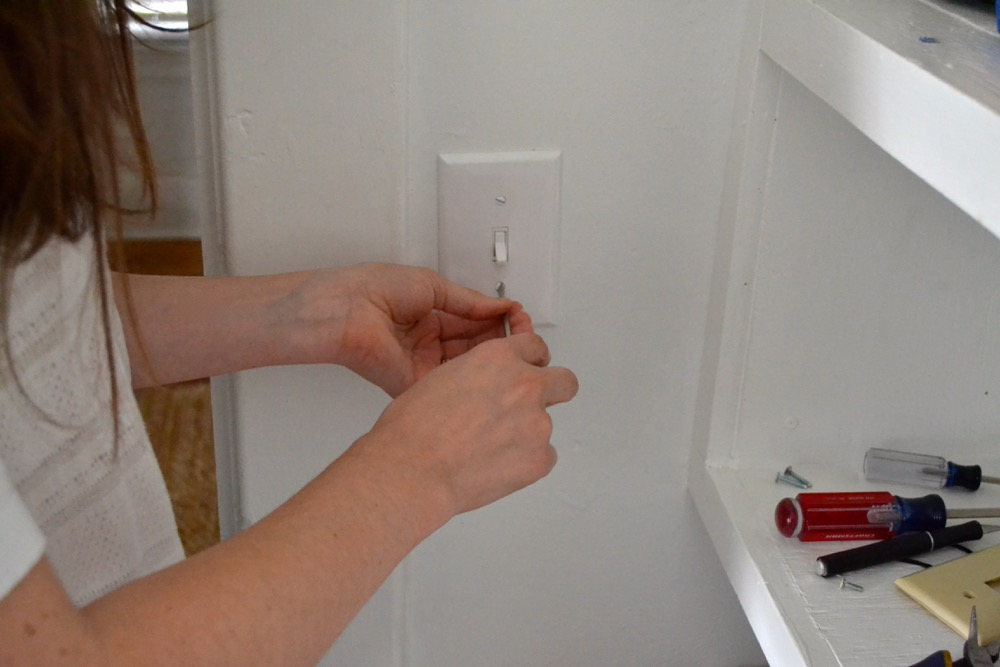 Outlet-DIY-changing10.jpg