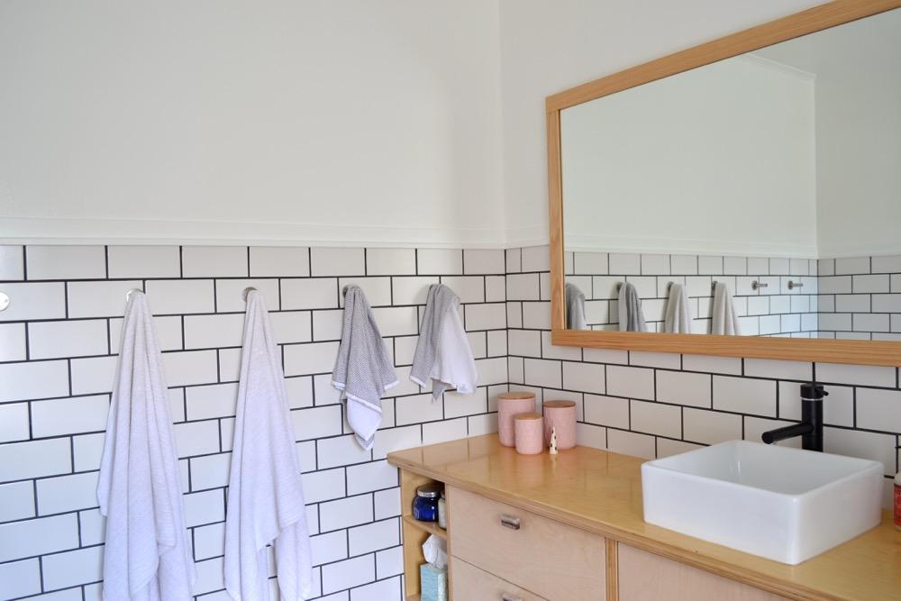 Bathroom-decor-ideas-budget-diy01.jpg