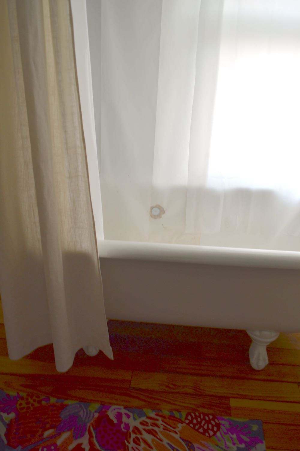 Shower curtain liner clawfoot tub5 jpg Update  Clawfoot Tub Curtain Liner Idea The White Apartment