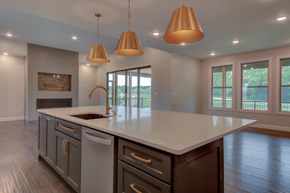 Kitchen_Large_Island.jpg