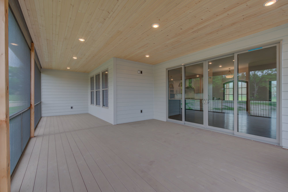 Large_Deck_Custom_Home.jpg