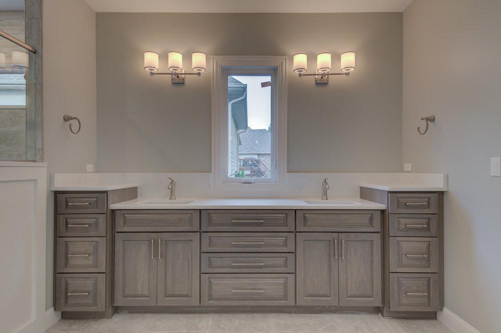 Master_Bathroom_Stablestone_Dr..jpg