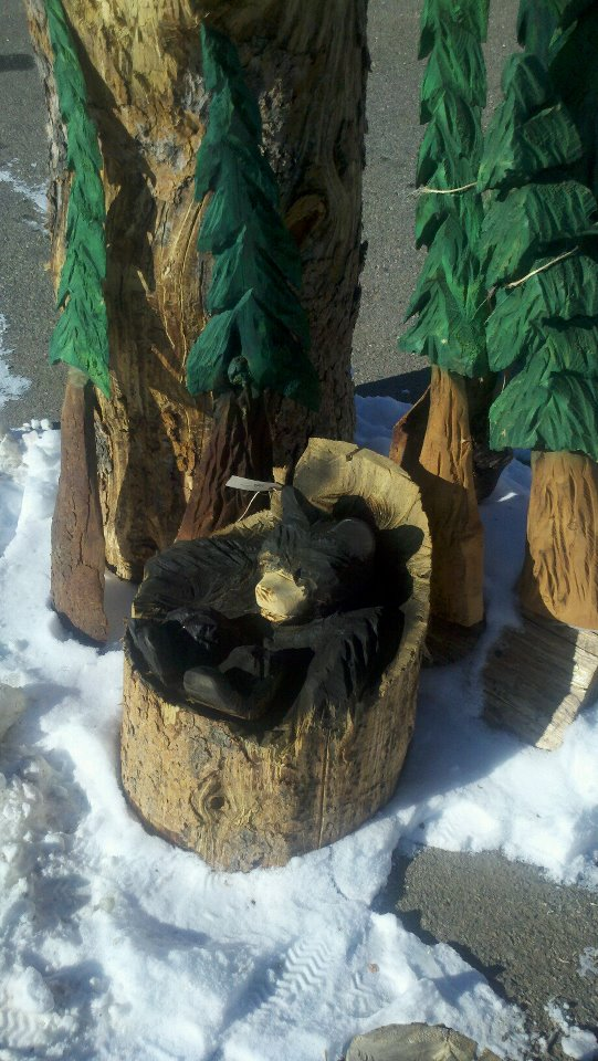 bear-in-log-carving.jpg