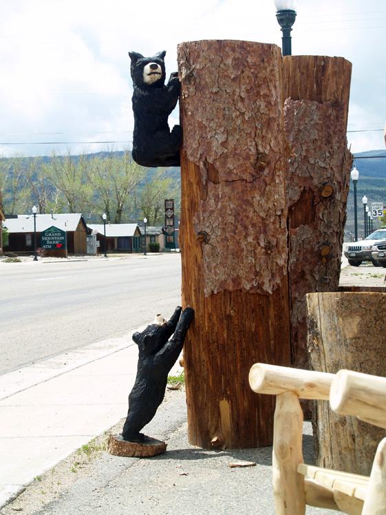 bears-climbing-kremmling.jpg
