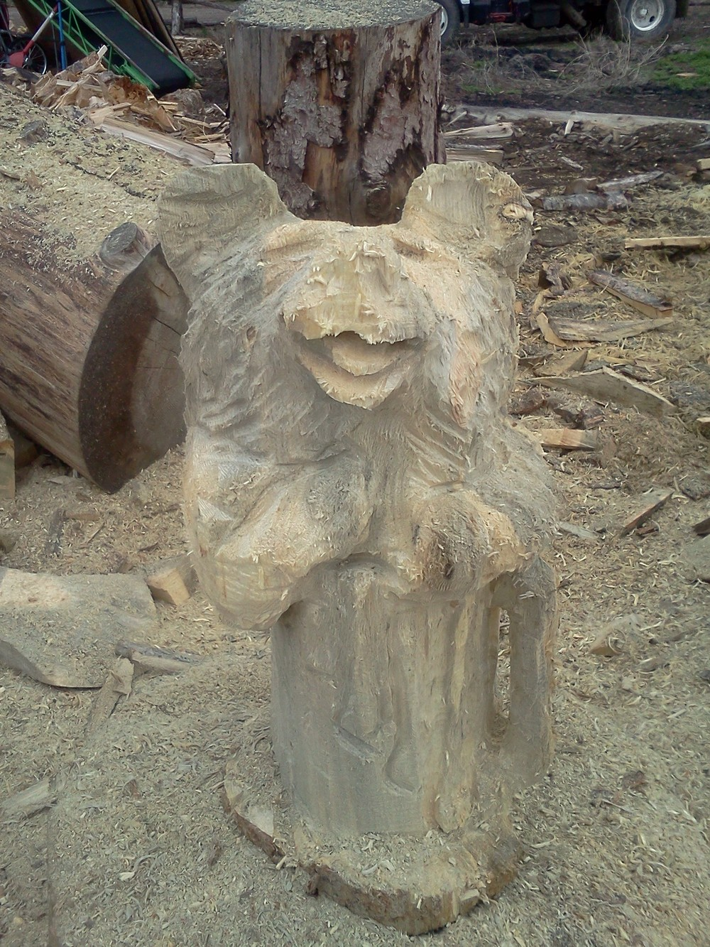 beer-bear-chainsaw-carving.jpg