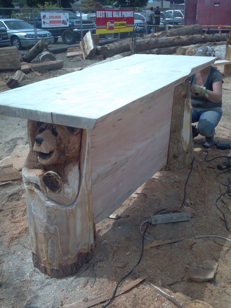 chainsaw-carved-bar.jpg