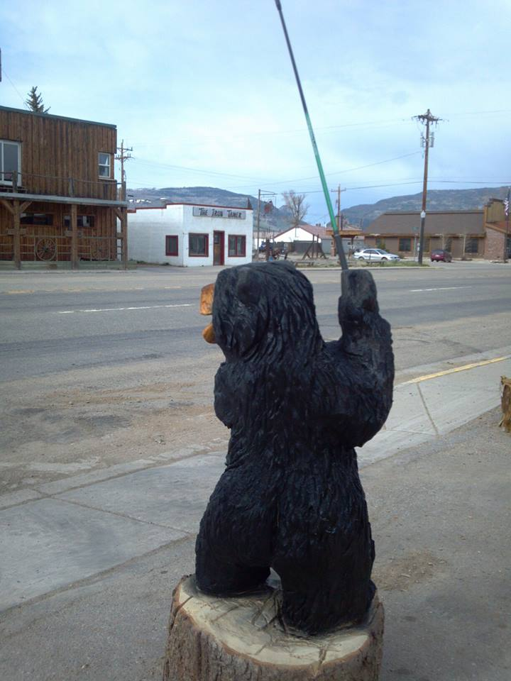chainsaw-carved-bear-golfing.jpg