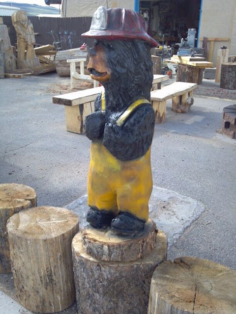 firefighter-bear-chainsaw-carving.jpg