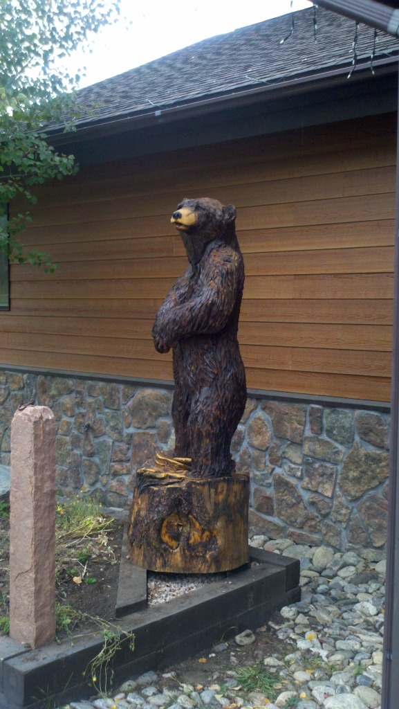 life-sized-bear-carving-colorado.jpg