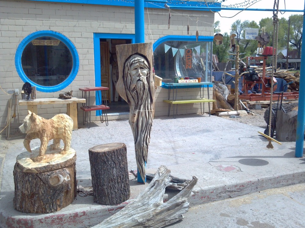 walking-bear-chainsaw-carving.jpg