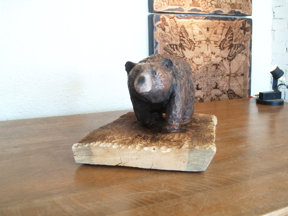 walking-bear-woodcarving.JPG