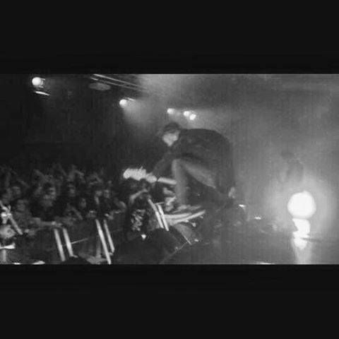 • CRN • Germany • 12.12.16 • Nothin but love for all the homies out here. Thanks so much guys!! #whyturnupthegrainwhenyoucanscreenshotavideo? #posijump
