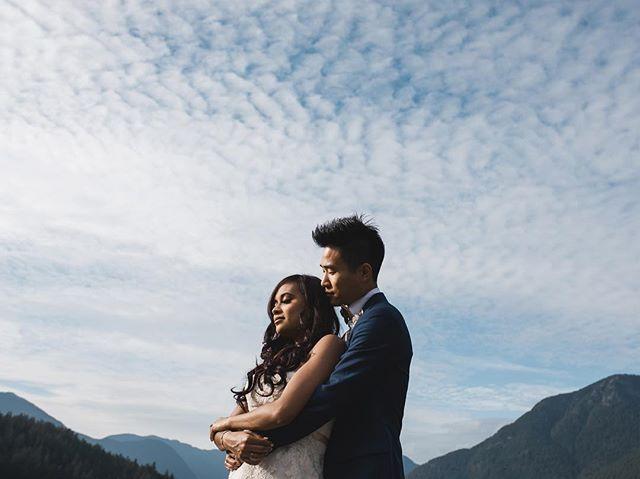Give me all those west coast weddings 😍 #mountains #beautifulbc #explorebc #travelbc  #vancity #makeportraits #lookslikefilm #portraitphotography #portrait #portraitcollective #niagaraweddingphotographer #torontoweddingphotographer #theknot #wedding #weddingphotography #weddingphoto #loveauthentic #vancouverisland #ontario #niagara #junebugweddings #belovedstories #greenweddingshoes #heyheyhellomay #weddinginspo #vancouverwedding #vancouverweddingphotographer #victoriaweddingphotographer #agameoftones #canadiancreatives