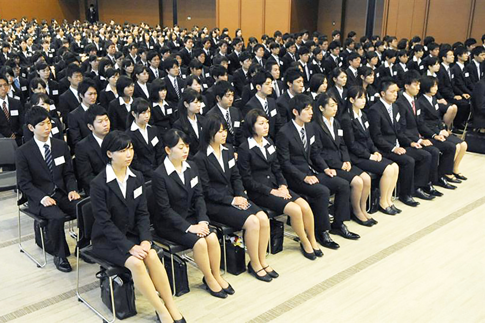 A mass of job hunters shown by  nnt-sokuhou.com