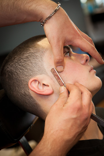STRAIGHT RAZOR EDGE-UPS AND HOT SHAVES