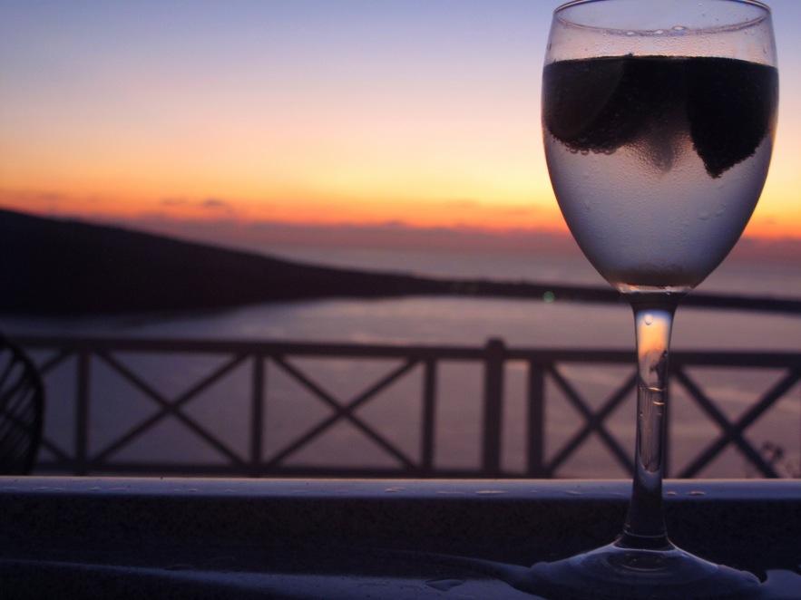Santorini_vodka soda_close up_sunset.jpg