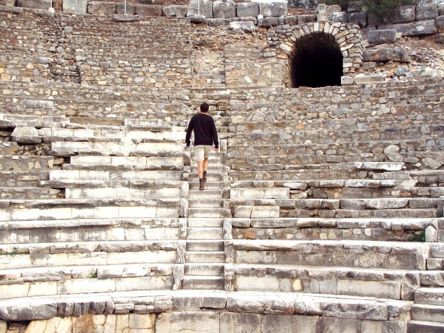 Ephesus_Reu_ruins_ampitheatre.JPG