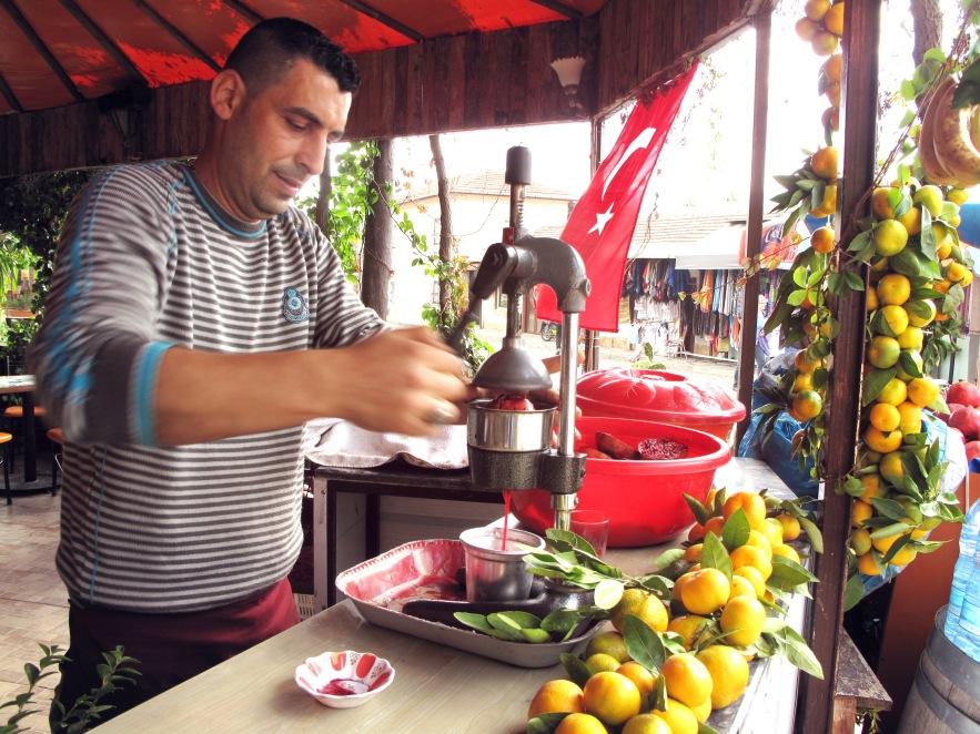 Fresh pomegranate juice &mandarin