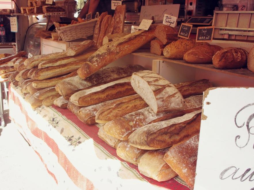 St Tropez_bread_markets.JPG