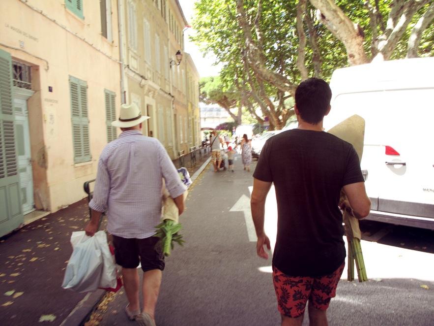 St Tropez_men with flowers_markets.JPG